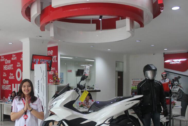 Dalam Kantor Astra Motor KalBar